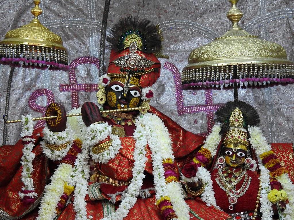 Radha Govind Devji Deity Darshan 04 Jan 2017 (2)