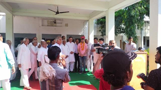 दिव्यांशु का भारतीय प्रशासनिक सेवा में चयन होने पर ग्रामीणों ने किया जोरदार स्वागत