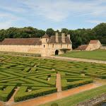 Les jardins d'eau et le manoir du XVIe