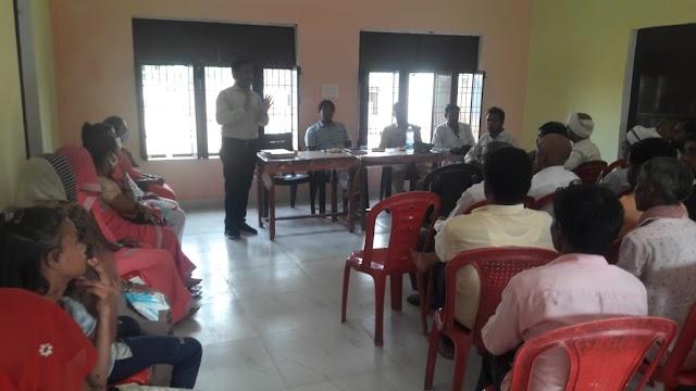 विधिक साक्षरता बैठक में शासन द्वारा प्रदान की जाने बाली योजनाओ की जानकारी