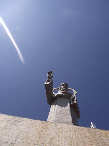 Escultura do Sagrado Coração de Jesus. Pelo artísta holandês Antônio Van Wiel.