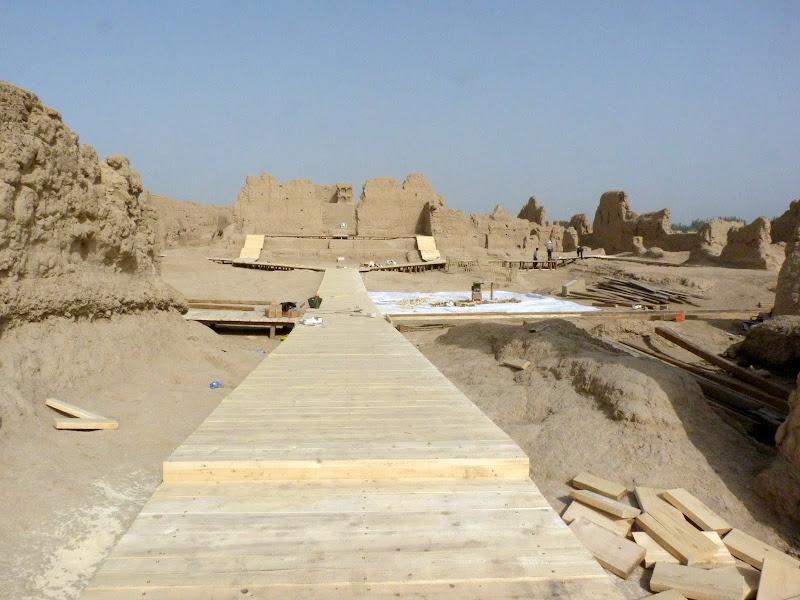 XINJIANG.  Turpan. Ancient city of Jiaohe, Flaming Mountains, Karez, Bezelik Thousand Budda caves - P1270813.JPG