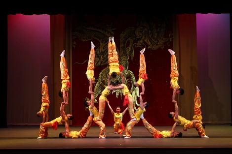 Peking Acrobats_credit Tom Meinhold