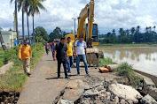 Jalan Rusak Akibat Banjir, Bupati Soppeng Turun Langsung Perbaiki Hingga Bisa Dilalui Kendaraan