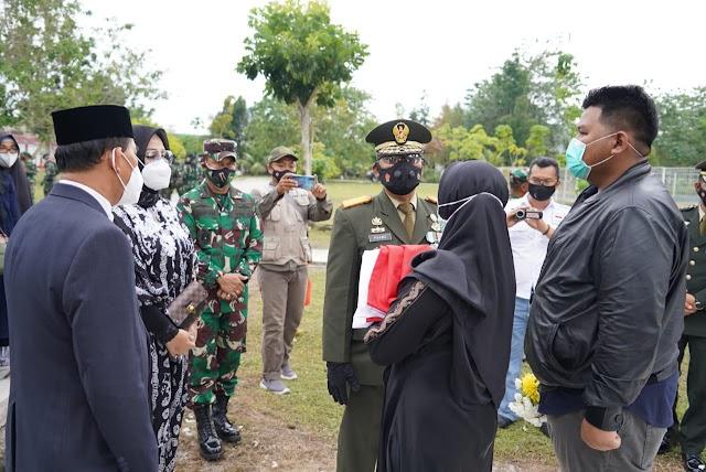 Brigjen TNI Harnoto Dimakamkan TMP Sanaman Lampang