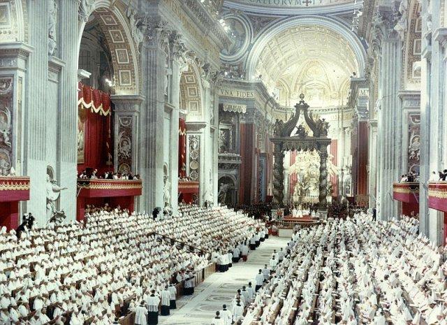 I Padri Conciliari riuniti a San Pietro