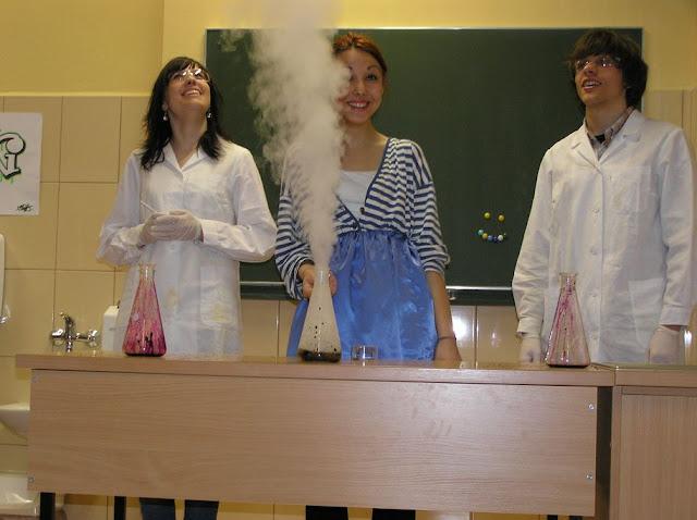 DO 2011 pokazy fizyczno chemiczne - P4150042_1.JPG