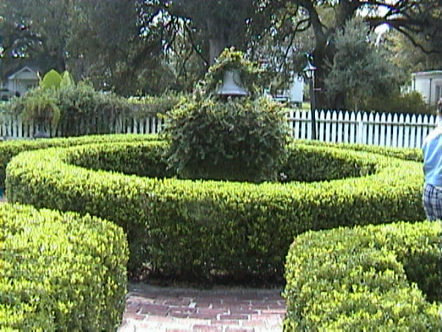 0930A_Southern_Mansion_Garden_-_New_Orleans