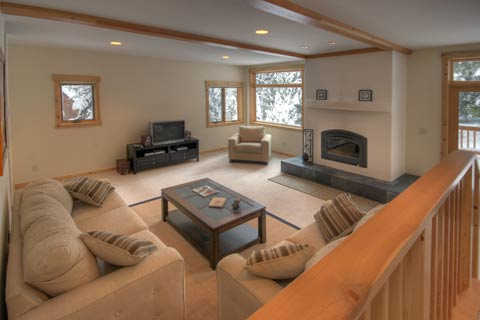 Comfortable & Inviting Living Room