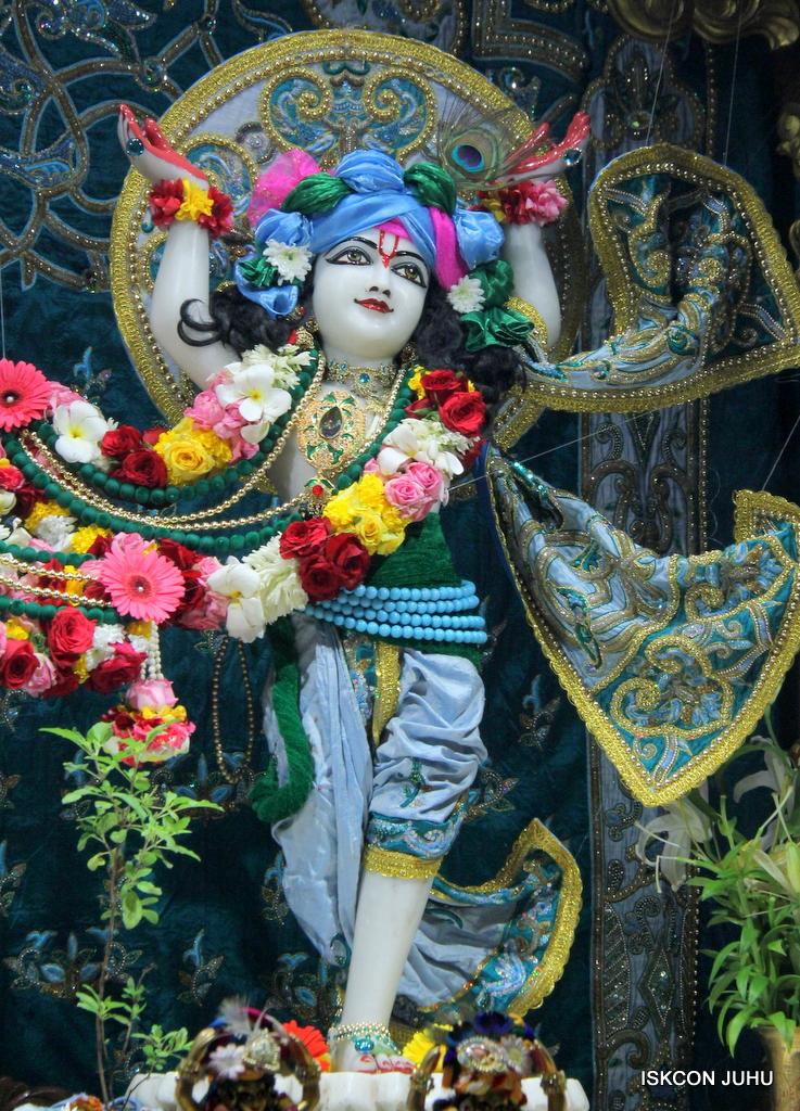 ISKCON Juhu Sringar Deity Darshan on 25th Oct 2016 (45)