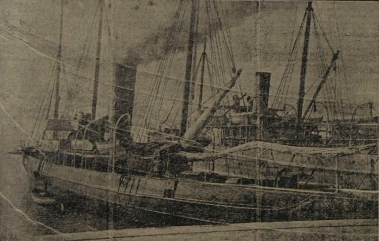 Foto del J.B. LLOVERA en donde se aprecia el puente sobreelevado construido. Foto Diario de Valencia. Edicion del domingo 16 de julio de 1911.png