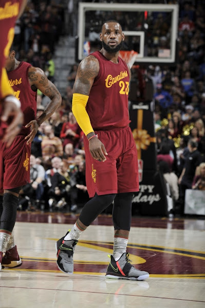 LeBron James Debuts Nike LeBron 14 on Christmas Day