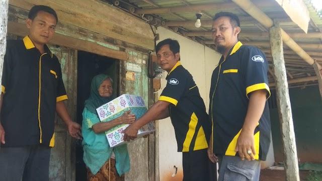 Menggandeng Para Donatur,Komunitas Benteng Kota Berbagi Bingkisan Lebaran