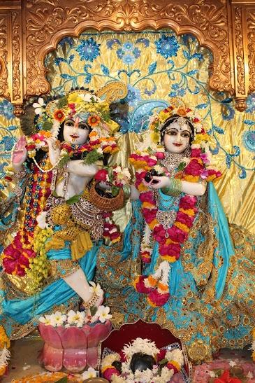 ISKCON Vallabh Vidyanagar Sringar Deity Darshan 23 April 2016 (11)