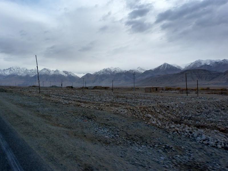 XINJIANG. Karakoram Highway, lune des plus haute route au monde, en passant a 4400 m - P1280641.JPG