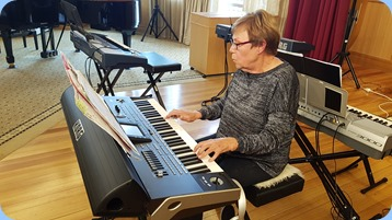Yvonne Moller playing her Korg Pa3X.