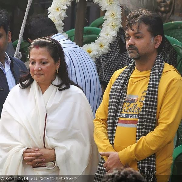 Moon Moon Sen watches during her mother Suchitra Sen's funeral, held in Kolkata.