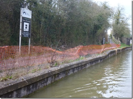 6 collapsing wall at wilmcote moorings