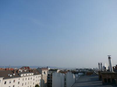 Strahlend blauer Himmel über Wien und bereits 26,3°C um 08:45 Uhr
