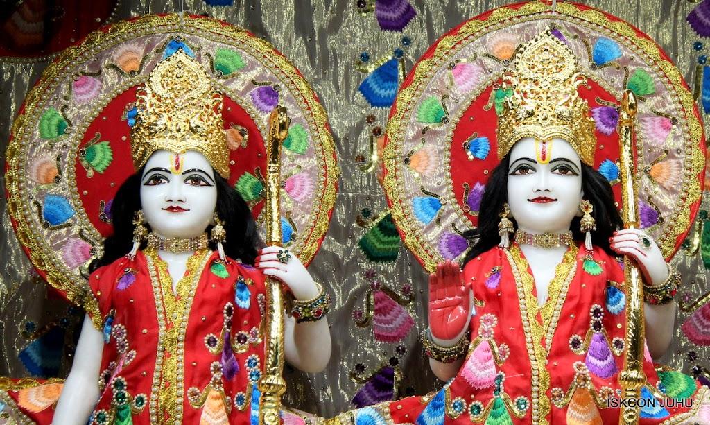 ISKCON Juhu Mangal Deity Darshan on 28th Aug 2016 (13)
