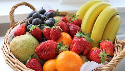 Yemekten sonra meyve yemek