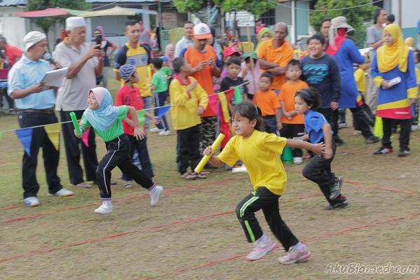 Acara lumba lari kanak-kanak perempuan 6 tahun