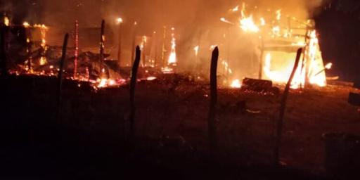 Fuego reduce a cenizas vivienda en Montecristi.