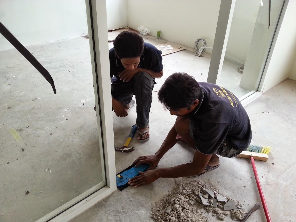 installing of glass door closer