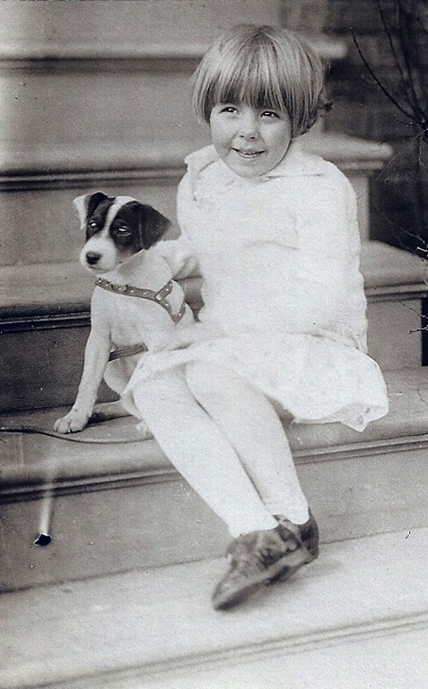 [MILNE_Patricia+with+her+little+dog%5B3%5D]