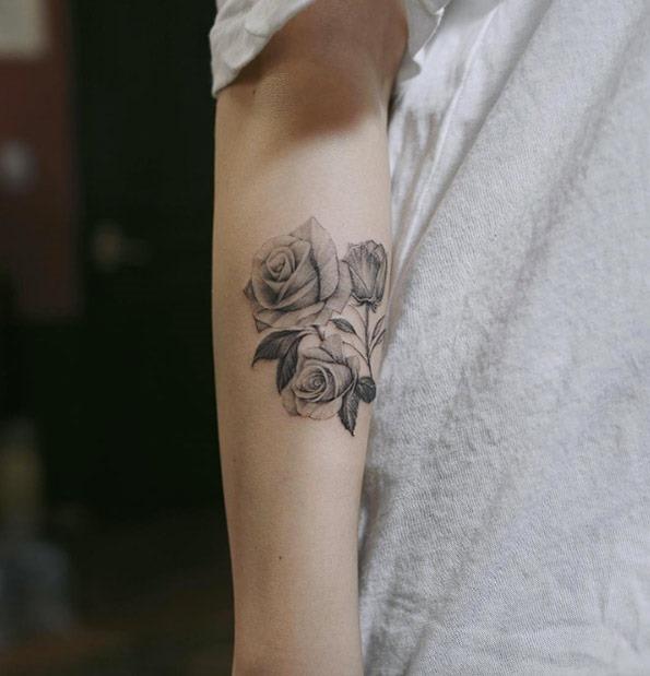 estes_blackwork_rosas