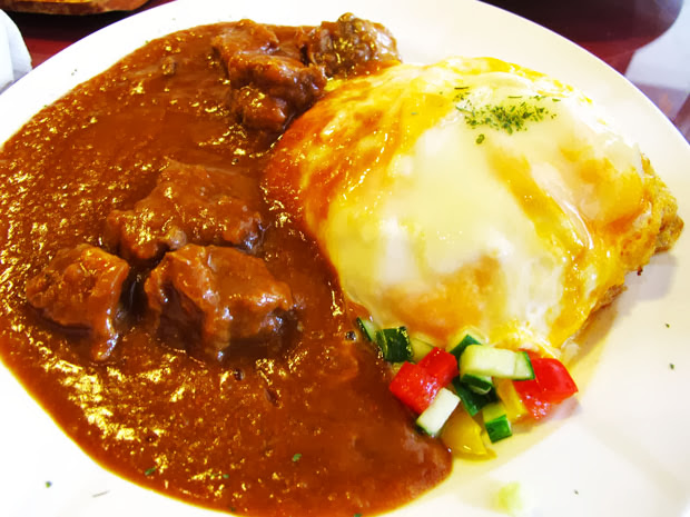 上桌時還冒著熱氣喔!伴隨著濃郁香氣~超餓的啦-異鄉人咖哩日本食堂