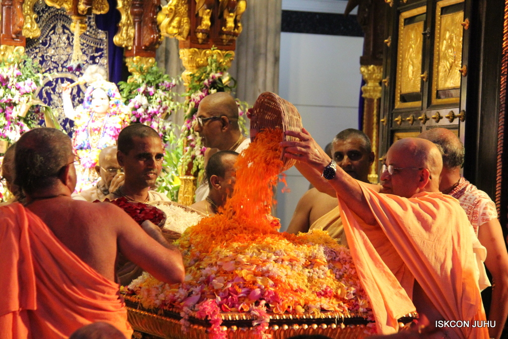 ISKCON Juhu Janmashtami Maha Abhishek on 25th Aug 2016  (96)
