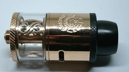 DSC 2949 thumb%255B2%255D - 【RDTA】「AUGVAPE Merlin RDTA」レビュー。あのマーリンの名を継ぐエングレービングの美しさとメタリック感ボディのRDTA!ヘビードローで美味しい ※追記あり【VAPE/電子タバコ/爆煙/アトマイザー】