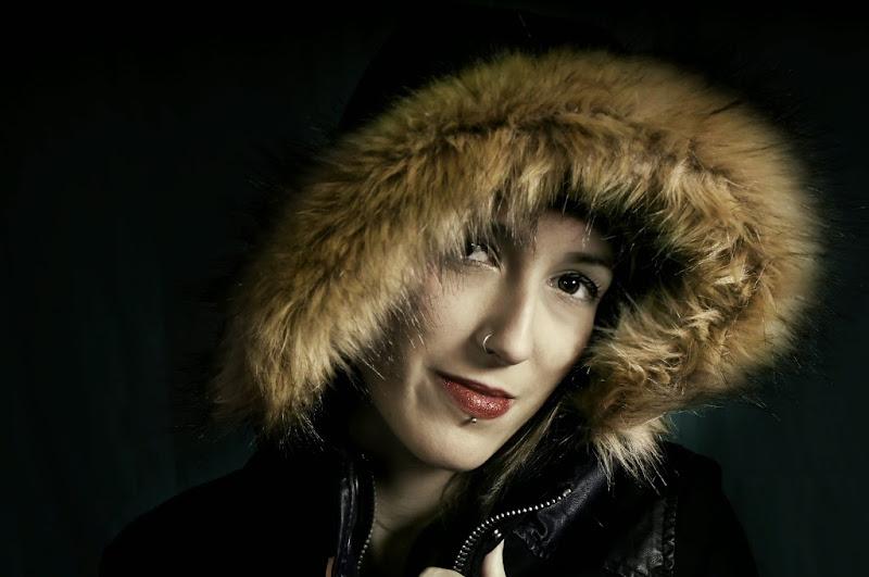 Felici+á Sabater - Mujer con Capucha