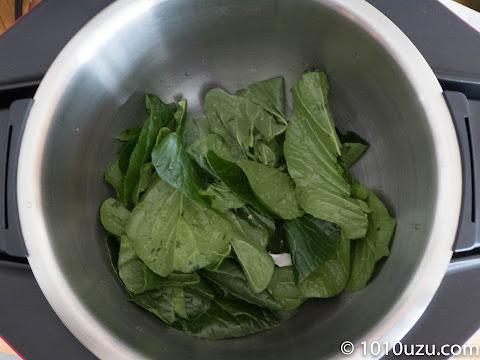 小松菜の葉の部分だけを水気を切らずに入れて3-1でスタート