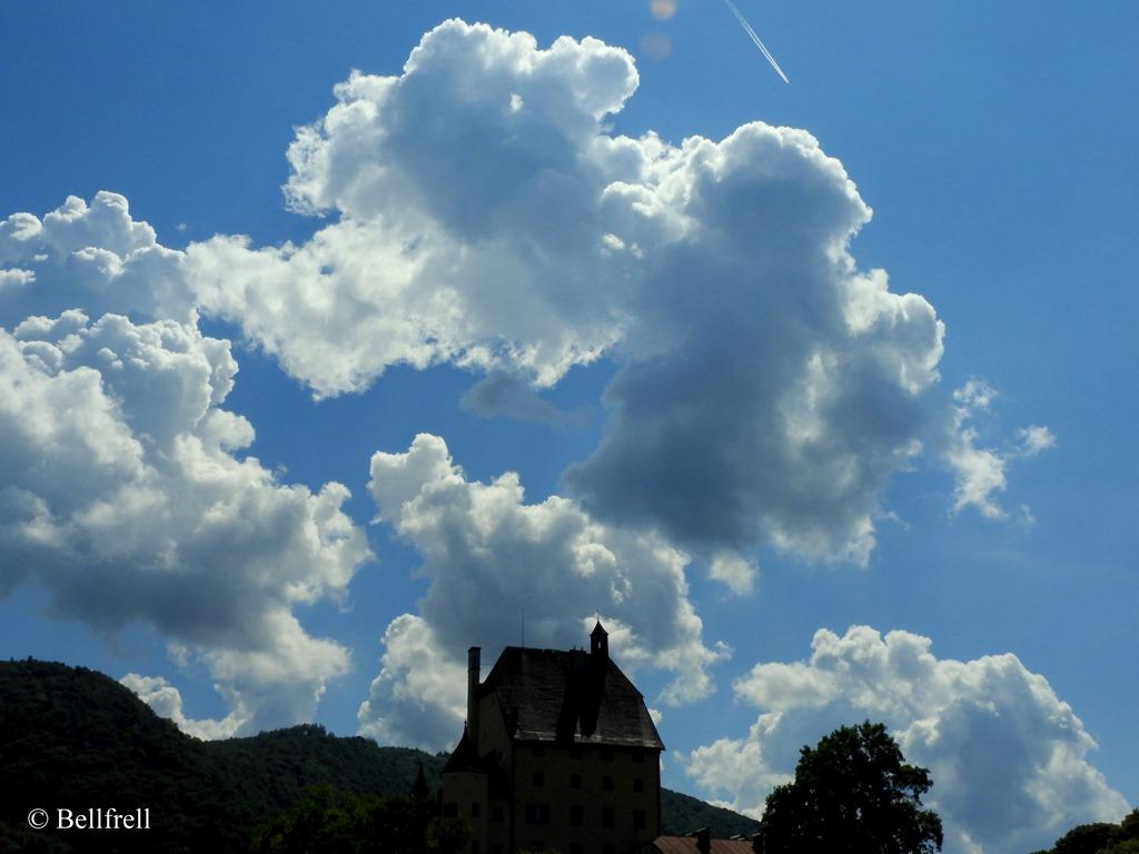 [Wolken+%C3%BCber+Schlo%C3%9F+Goldenstein%5B4%5D]