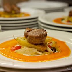 Schweinefilet im Speckmantel auf Gemüse und Ofenkartoffeln-1335.jpg