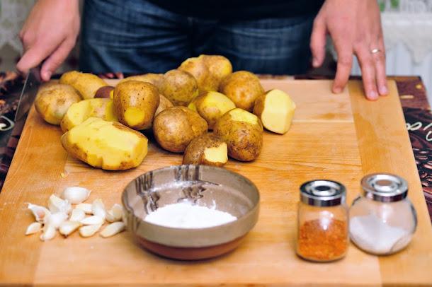 Razvan Anton cartofi curatati pentru cuptor