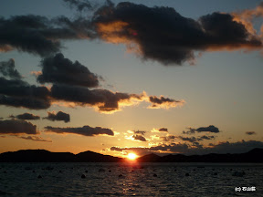 英虞湾から御座の山々に沈む夕日は綺麗です。