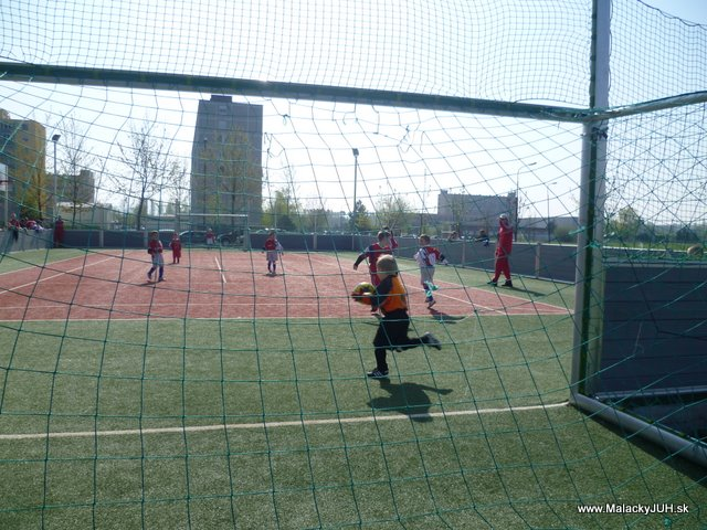 Veľkonočný medzinárodný ZLATÝ futbalový turnaj ČSFA (17.4.2011) - P1020051.JPG