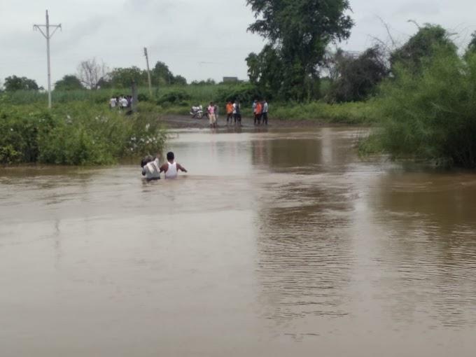 पैठण तालुक्याला पावसाने अक्षरशः झोडपले, कातपुर येथिल पुलावरुन पावसाचे पाणी ४ ते ५ फुटाने गेल्याने नागरीकांची रहदारी बंद