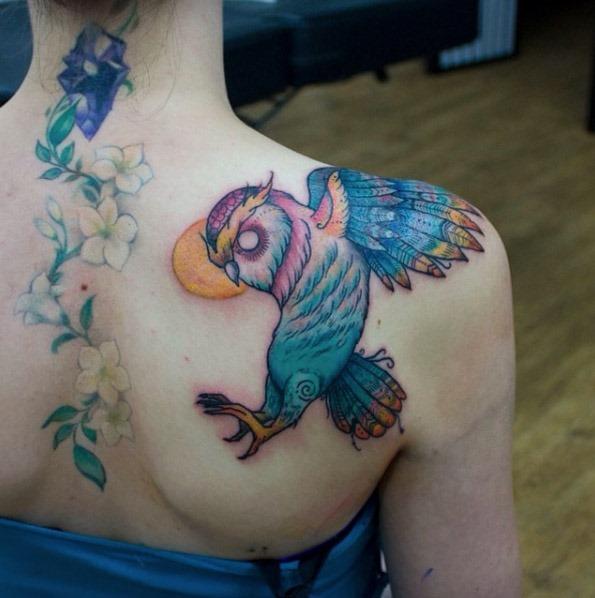 Este vivas da tatuagem de coruja