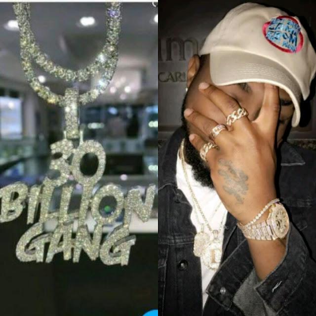 Checkout Davido's New Diamond Encrusted 30billion Gang Necklace (Photos)