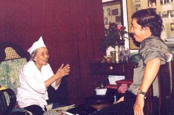 Lương y Huỳnh Thị Lịch cùng tác giả bài viết
