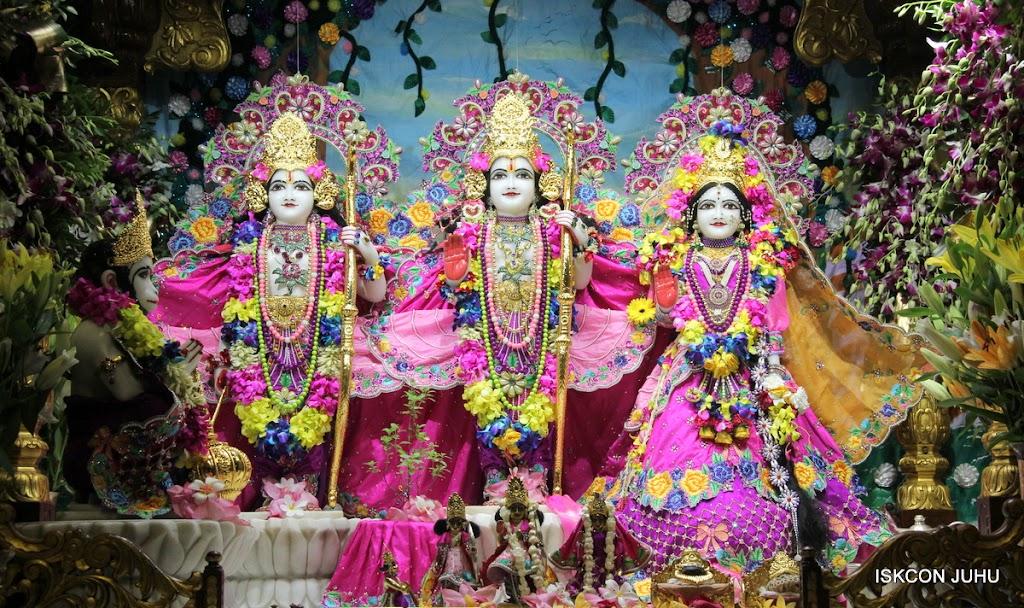 ISKCON Juhu Mangal Deity Darshan on 25th Aug16 (10)