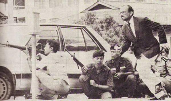 Gambar berani ketua polis negara di peristiwa amukan prebet adam.jpg