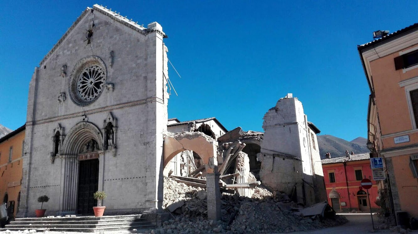 Italy: Powerful Italy quake spares lives, but strikes at identity