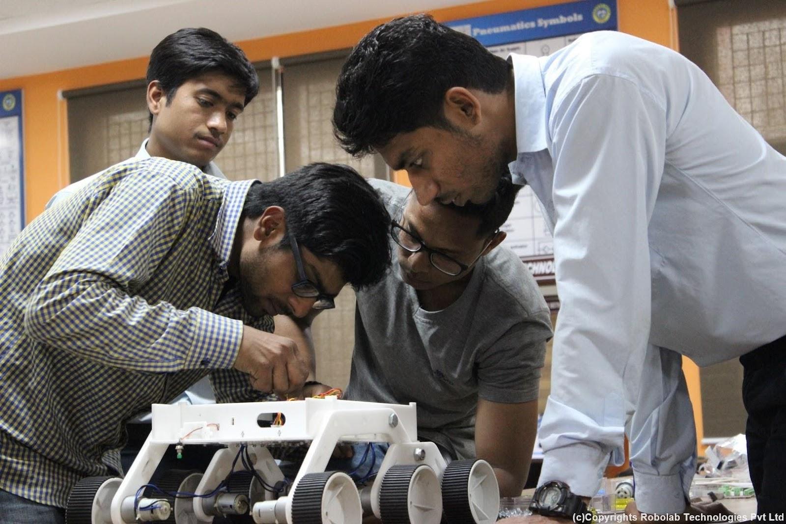 SunderDeep Group of Institutions, Ghaziabad Robolab (22).jpg