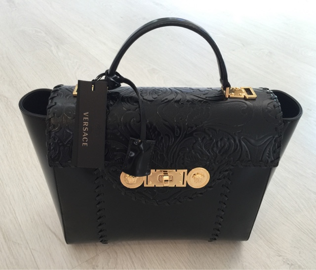 1d517ab2 Fashionandluxury sells luxury made in italy Versace bags - stock lots and  wholesale