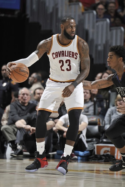King James Debuts Nike Soldier X  Red Signature GR  in Win vs Suns